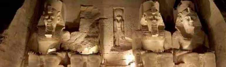 Vista al templo de Abu Simbel por carretera